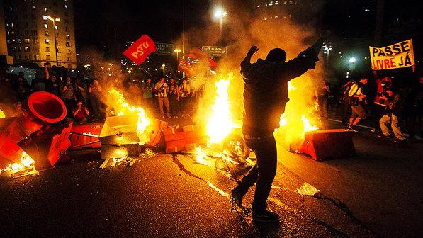 Resultado de imagem para PROTESTOS