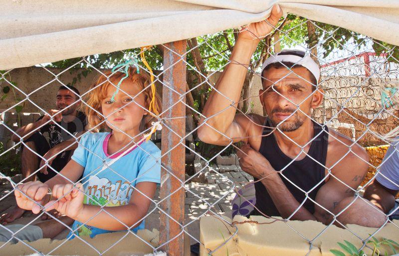 Síria atinge a marca dos 100.000 mortos – Invasão americana a qualquer momento 1347364483-in-pictures-syrian-refugees-living-in-southern-turkey_1388052