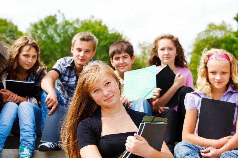 A ONU não condenou que adolescentes participem de cultos