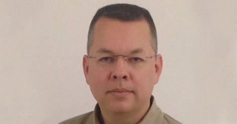 Franklim Graham pede libertação de pastor condenado por terrorismo na Turquia